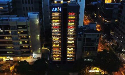 À Singapour, un distributeur automatique… De voitures de luxe !