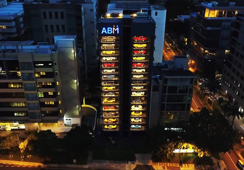 singapour un distributeur automatique de voitures de luxe abc luxe. Black Bedroom Furniture Sets. Home Design Ideas