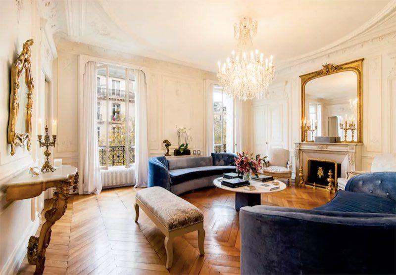Pour ses 10 ans, Airbnb voit luxe