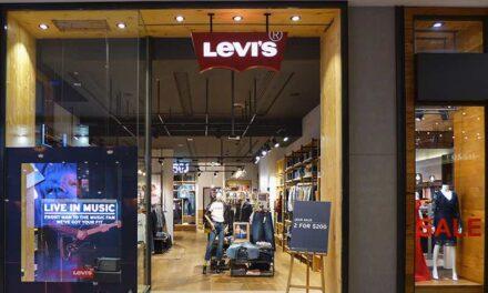Levi's poursuit Saint Laurent en justice