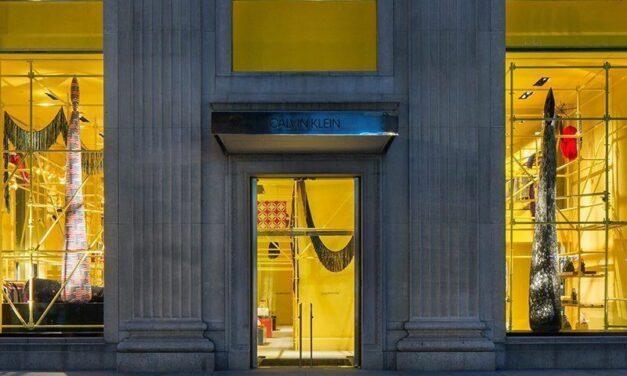 Après le départ de Raf Simons, Calvin Klein prend un nouveau tournant stratégique