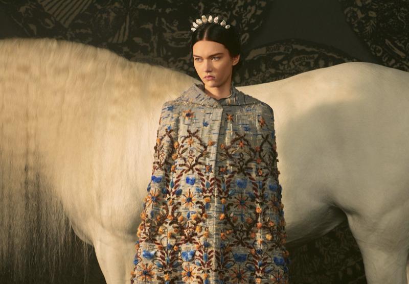 Dior célèbre les arts divinatoires